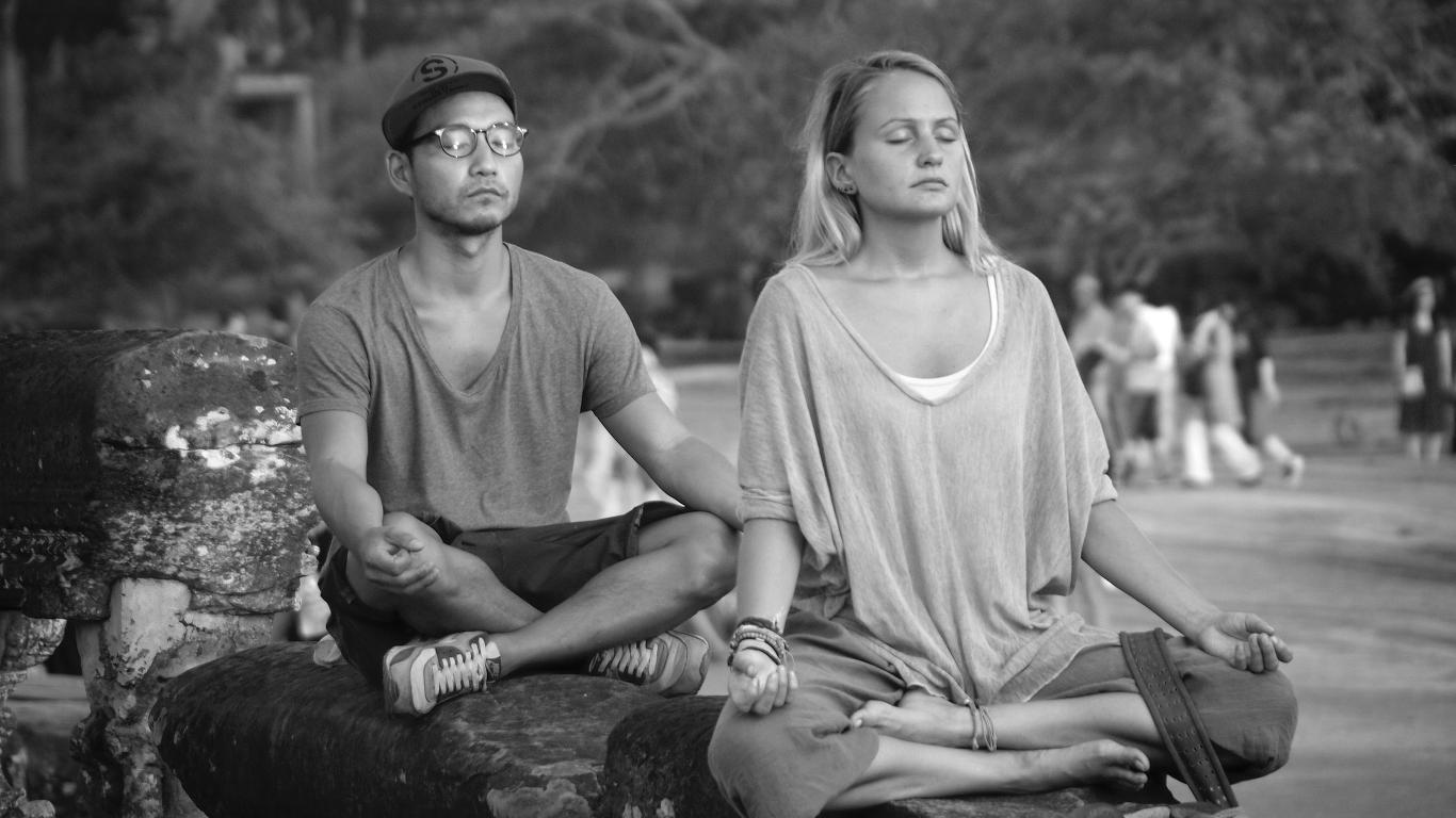 wie meditiert man Achtsamkeit Entspannung Stress Gesundheit Meditation Technik Meditieren lernen