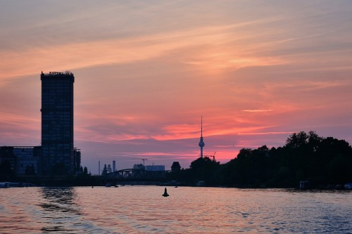 Abendmeditation in Berlin an der Spree